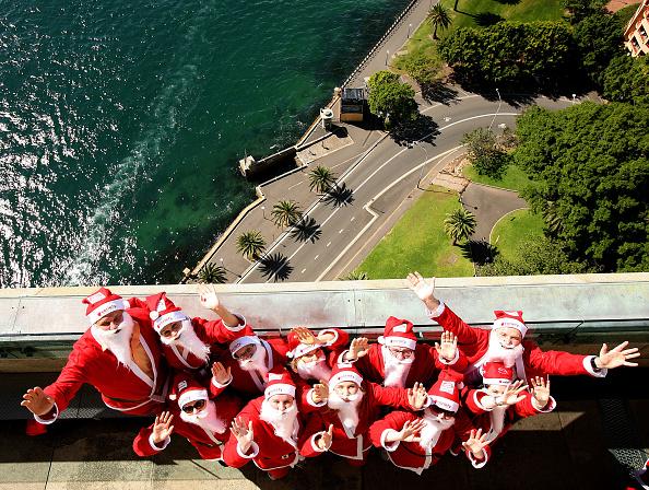 Power Equipment「Santas Climb The Sydney Harbour Bridge To Launch The Santa Fun Run」:写真・画像(9)[壁紙.com]