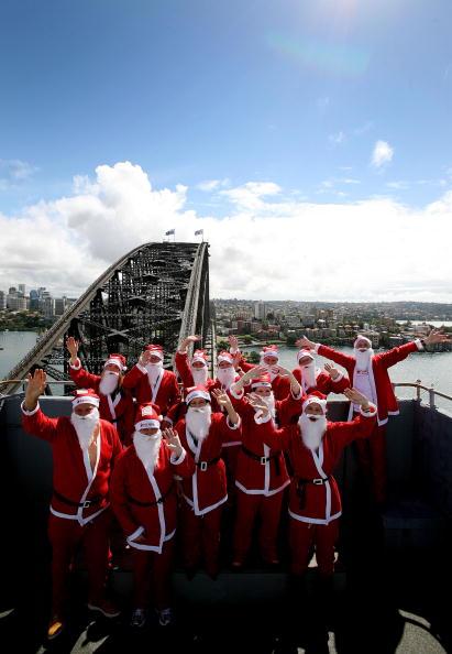 Power Equipment「Santas Climb The Sydney Harbour Bridge To Launch The Santa Fun Run」:写真・画像(10)[壁紙.com]