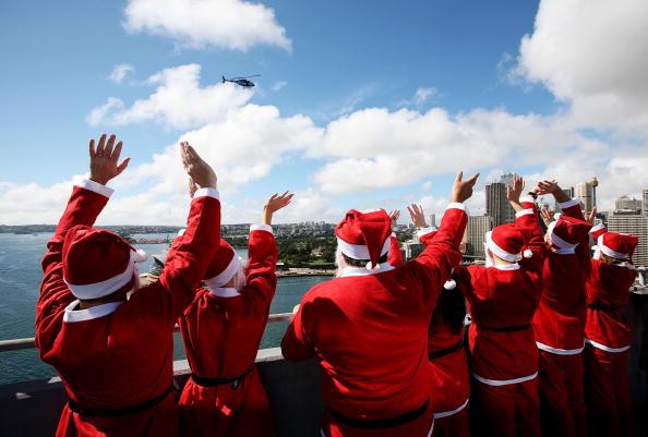 Power Equipment「Santas Climb The Sydney Harbour Bridge To Launch The Santa Fun Run」:写真・画像(11)[壁紙.com]