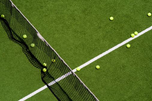Leisure Games「Tennis balls on a field」:スマホ壁紙(7)