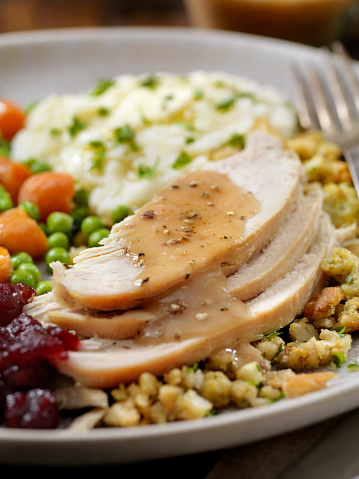Turkey - Bird「Roast Turkey Dinner With Stuffing,Mashed Potatoes, Cranberry Sauce, Peas, Carrots and Gravy」:スマホ壁紙(11)