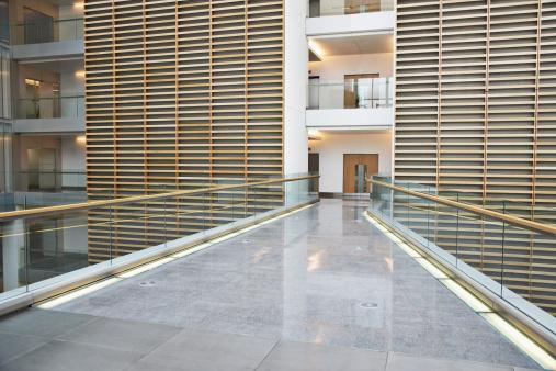 Elevated Walkway「Skywalk in modern office building」:スマホ壁紙(3)