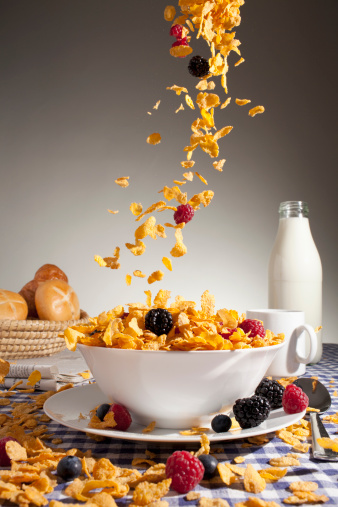 Spilling「Cereal and fruit being poured into a bowl」:スマホ壁紙(17)