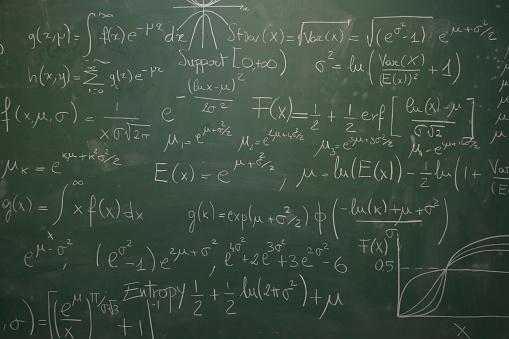 Writing「blackboard full of equations」:スマホ壁紙(10)
