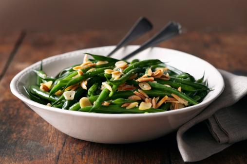Garlic「Green bean dish with cloth napkin on wood surface」:スマホ壁紙(15)