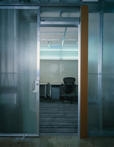 Door「Metal and Glass Sliding Panels to Office in Nexspace Office Building」:スマホ壁紙(3)