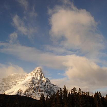 ケフレン山「Dawn clouds over Mt. Chephren, Banff National Park」:スマホ壁紙(5)