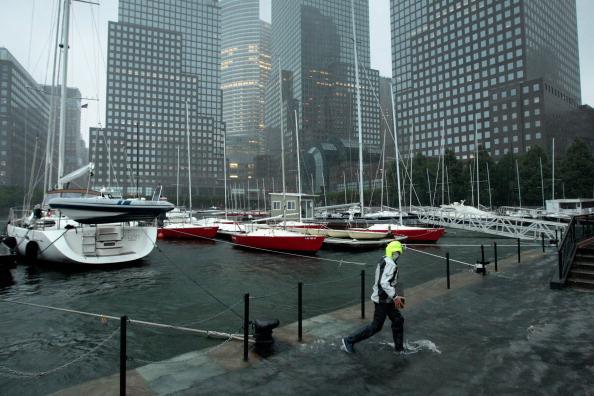 Pouring「New York City Hit By Hurricane Irene」:写真・画像(6)[壁紙.com]