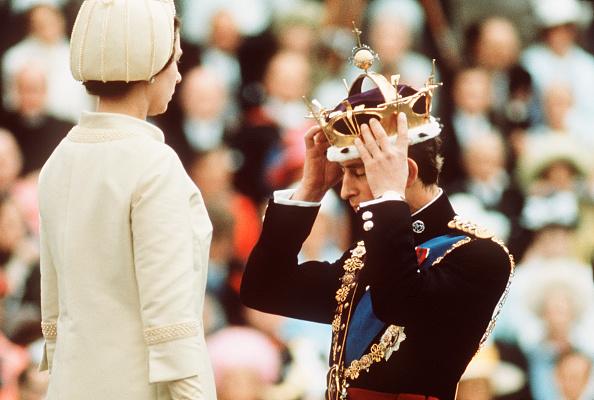 Crown - Headwear「GBR: Queen Elizabeth II crowns Prince Charles, the Prince of Wales」:写真・画像(2)[壁紙.com]
