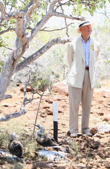 Jacket「Prince Charles And Camilla, Duchess of Cornwall Galapagos Tour - Day 2」:写真・画像(2)[壁紙.com]