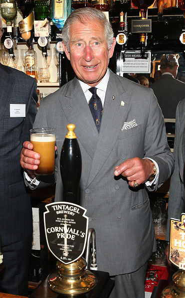 Drinking Glass「The Duke And Duchess Of Cornwall Visits Cornwall - Day 1」:写真・画像(13)[壁紙.com]