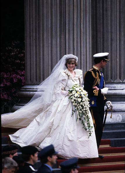 Wedding Dress「Anwar Hussein Collection」:写真・画像(17)[壁紙.com]