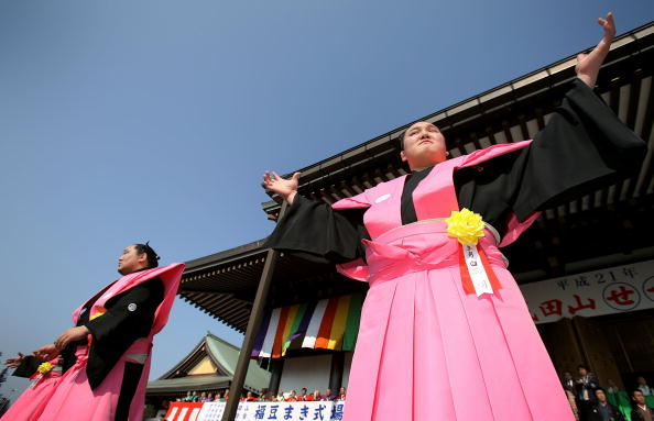 Asashoryu Akinori「Japan Celebrates The Coming Of Spring With The Bean-Scattering Ceremony」:写真・画像(19)[壁紙.com]