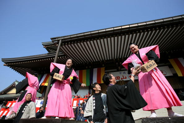 Asashoryu Akinori「Japan Celebrates The Coming Of Spring With The Bean-Scattering Ceremony」:写真・画像(11)[壁紙.com]