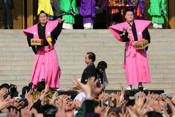 Asashoryu Akinori「Japan Celebrates The Coming Of Spring With The Bean-Scattering Ceremony」:写真・画像(18)[壁紙.com]