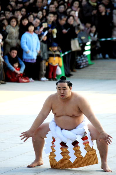 Asashoryu Akinori「Sumo Grand Champions Celebrate The New Year」:写真・画像(5)[壁紙.com]