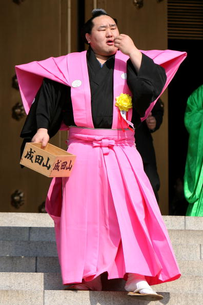 Asashoryu Akinori「Japan Celebrates The Coming Of Spring With The Bean-Scattering Ceremony」:写真・画像(16)[壁紙.com]