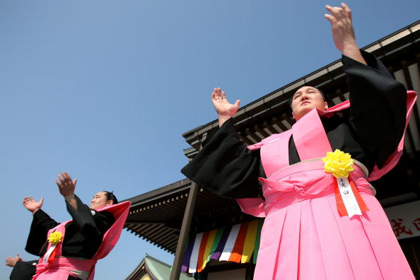 Asashoryu Akinori「Japan Celebrates The Coming Of Spring With The Bean-Scattering Ceremony」:写真・画像(10)[壁紙.com]