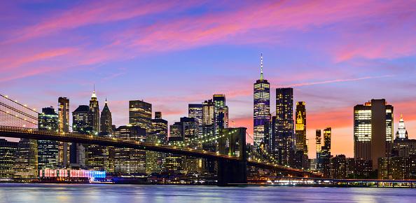 New York State「Panoramic View of the Manhattan City Skyline and Brooklyn Bridge at Twilight, New York, USA」:スマホ壁紙(5)