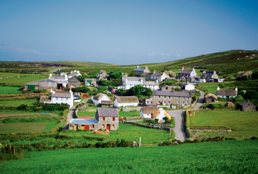 Isle of Man「Panoramic view of cottages, Cregnesh, Isle of Man, British Isles」:スマホ壁紙(2)