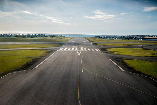 Airport Runway「Airport runway」:スマホ壁紙(3)