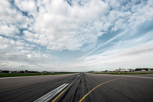 Airport Runway「Airport runway POV」:スマホ壁紙(15)
