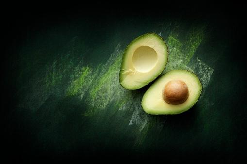 Halved「Fruit: Avocado Still Life」:スマホ壁紙(1)