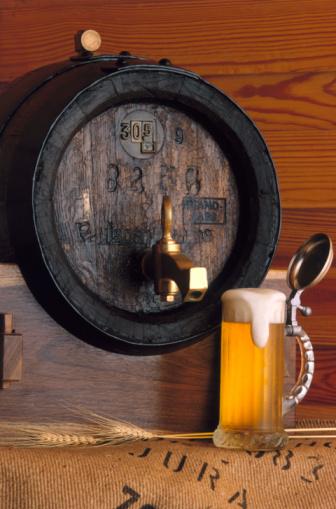 Beer Tap「Glass of Beer and Keg」:スマホ壁紙(15)