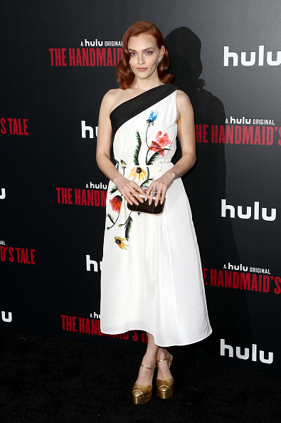 "Mann Theaters「Premiere Of Hulu's ""The Handmaid's Tale"" Season 2 - Red Carpet」:写真・画像(17)[壁紙.com]"
