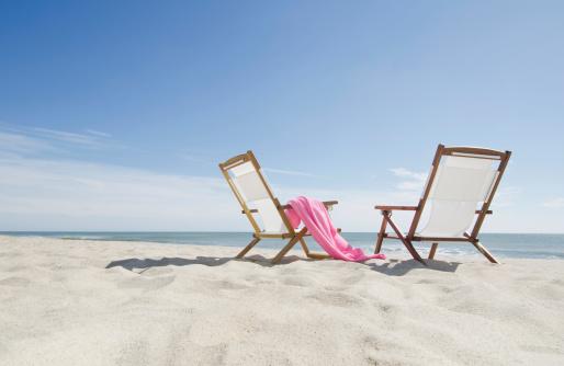 Sea「USA, Massachusetts, Nantucket, empty lounge chairs on sandy beach」:スマホ壁紙(6)