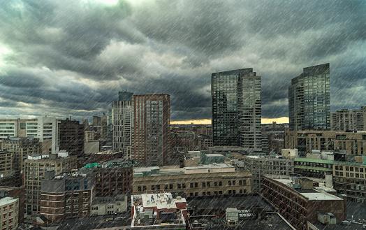 Extreme Weather「USA, Massachusetts, Boston, Downtown district on rainy day」:スマホ壁紙(18)