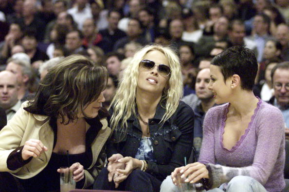 Donald Miralle「Pamela Anderson and Friends at L.A. Lakers Game」:写真・画像(16)[壁紙.com]