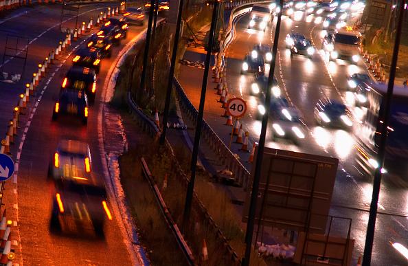 Light Trail「Evening rush hours during roadworks Traffic on the M60 motorway, Manchester, UK」:写真・画像(8)[壁紙.com]