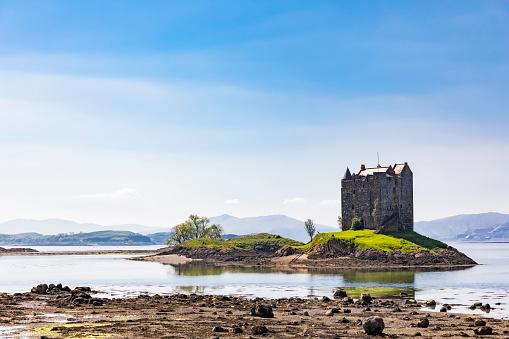 Castle「Great Britain, Scotland, Scottish Highlands, Glencoe, Castle Stalker, Loch Laich」:スマホ壁紙(4)