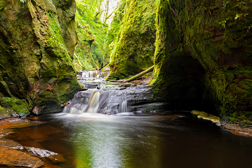 Rock Face「Great Britain, Scotland, Trossachs National Park, Finnich Glen canyon, The Devil's Pulpit, River Carnock Burn」:スマホ壁紙(17)