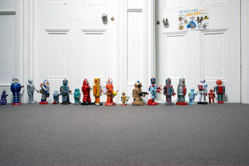 並んでいる「おもちゃのロボット外でお子様のベッドルーム」:スマホ壁紙(9)