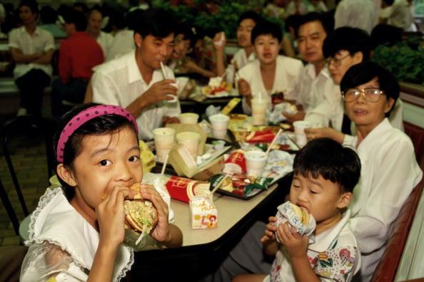 Tom Stoddart Archive「McDonalds In China」:写真・画像(16)[壁紙.com]