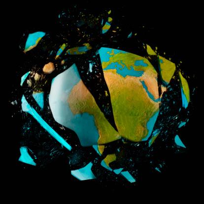 Destruction「Exploding globe on black background」:スマホ壁紙(16)