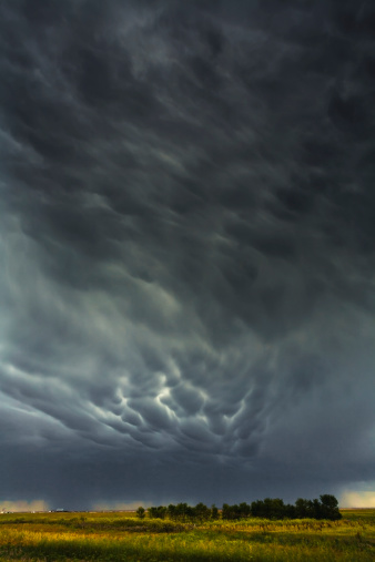 Mammatus Cloud「Mammatus storm clouds above the saskatchewan prairies」:スマホ壁紙(11)