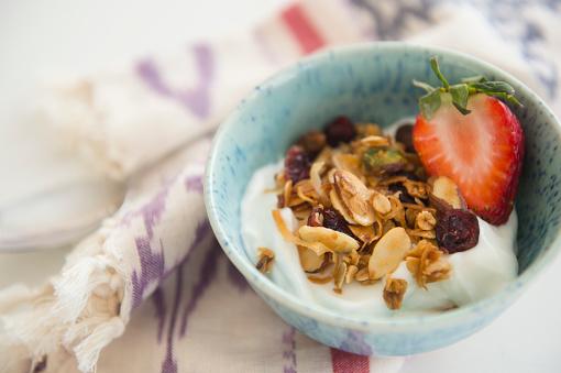 Granola「Studio shot of healthy breakfast」:スマホ壁紙(5)