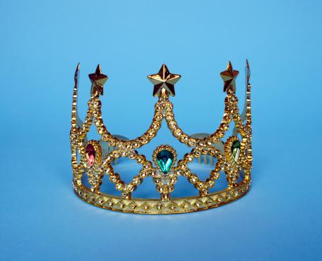 Crown - Headwear「Studio shot of gold tiara」:スマホ壁紙(6)