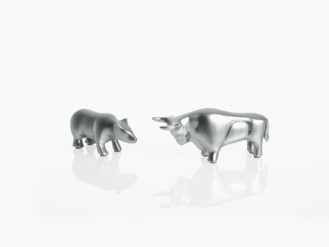Horned「Studio shot of silver figurines of bull and bear」:スマホ壁紙(9)