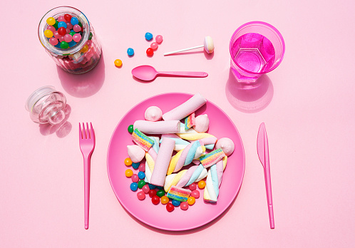 Gummi candy「Studio shot of glass of water, jar of candies and plastic plate filled with various sweets」:スマホ壁紙(7)