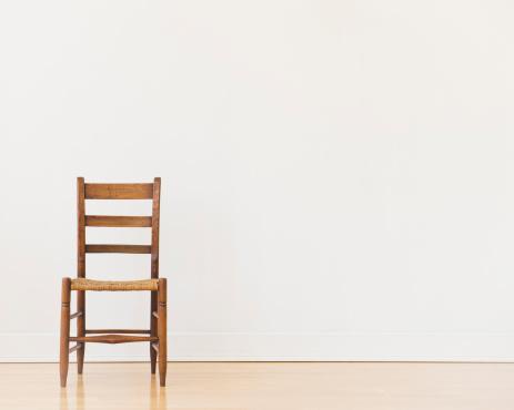 Old-fashioned「Studio shot of old chair」:スマホ壁紙(3)