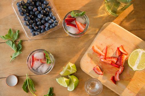 Mint Leaf - Culinary「Studio shot of fruit cocktails」:スマホ壁紙(18)