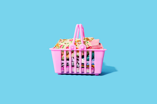 Basket「Studio shot of pink shopping basket filled with clothing」:スマホ壁紙(10)