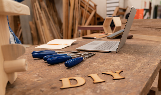 Carpentry「DIY letters in wood at a carpentry」:スマホ壁紙(13)