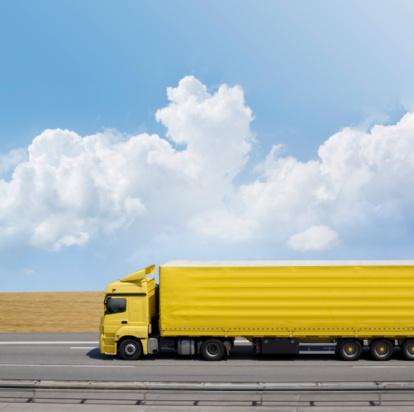 Passenger Cabin「Blue sky over yellow truck on a highway」:スマホ壁紙(3)
