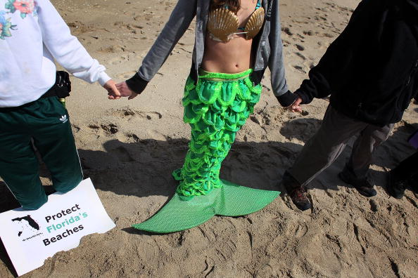 Joe Raedle「Activist Group Protest Against Proposed Off Shore Drilling」:写真・画像(10)[壁紙.com]