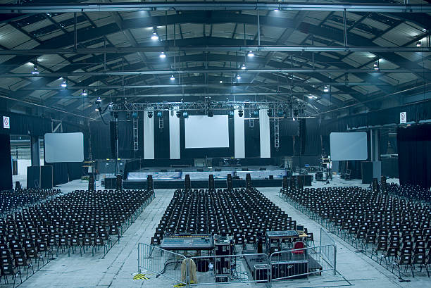 Dark blue-toned large empty auditorium hall:スマホ壁紙(壁紙.com)
